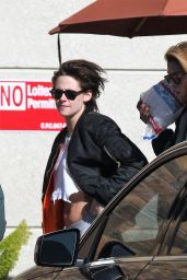 Kristen Stewart - Shopping at Gelsons in Los Feliz 12/27/ 2016
