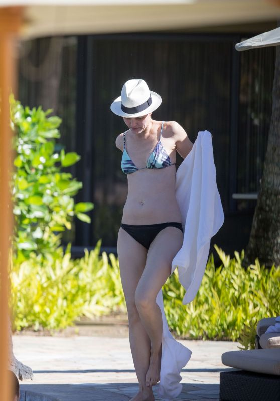Leslie Bibb in Bikini - on Vacation in Hawaii, December 2016