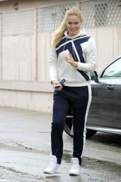 Lindsey Vonn - Getting a Smoothie in Beverly Hills 12/21/ 2016