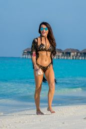 Lizzie Cundy Bikini Photos - Maldives, December 2016