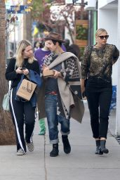 Maria Sharapova Chic Style - Shopping in Venice 12/21/ 2016