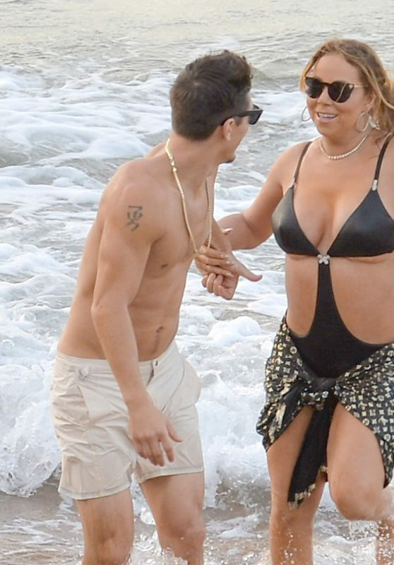 Mariah Carey - Playing With Her New Boyfriend in Hawaii, November 2016