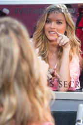 Martha Hunt – Victoria's Secret Fashion Show 2016 Backstage