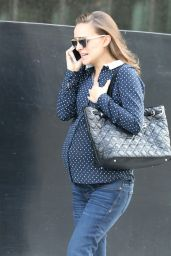 Natalie Portman - Stops By a Doctors Office in Los Angeles 12/12/ 2016
