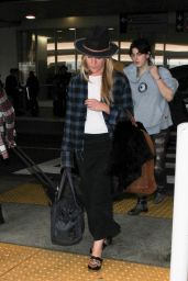 Piper Perabo Travel Outfit - LAX, December 2016
