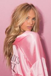 Romee Strijd – Victoria's Secret Fashion Show 2016 Backstage