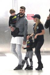 Shakira With Her Family at the Airport in Miami 12/19/ 2016