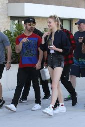 Sophie Turner - Head Out For Some Shopping And Lunch With Boy Friend Joe Jonas in Miami 12/30/ 2016