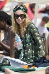Suki Waterhouse and Sister Immy Waterhouse on vacation in Barbados 12/21/ 2016