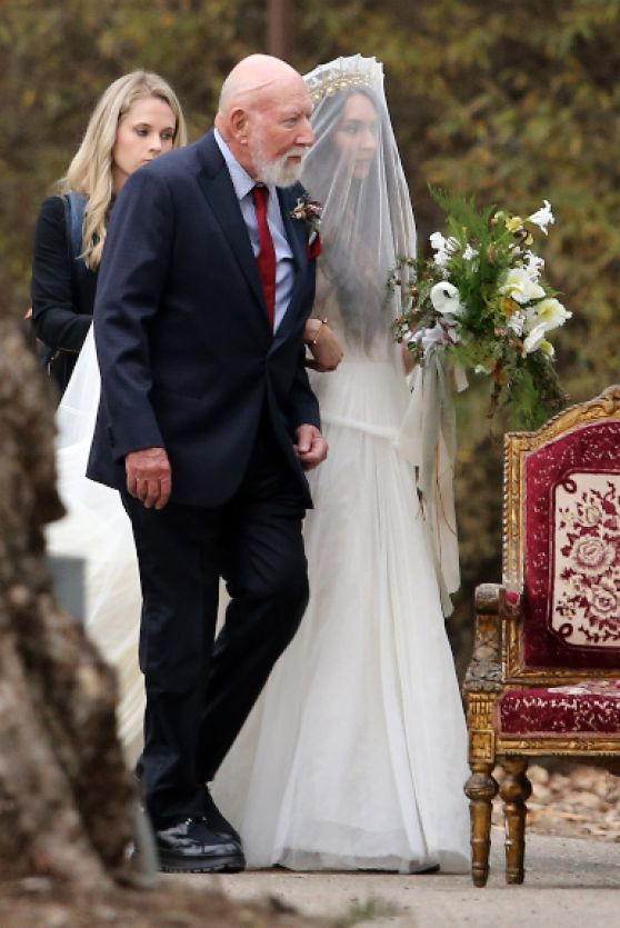 Troian Bellisario Her Wedding In Santa Barbara Ca 12 10