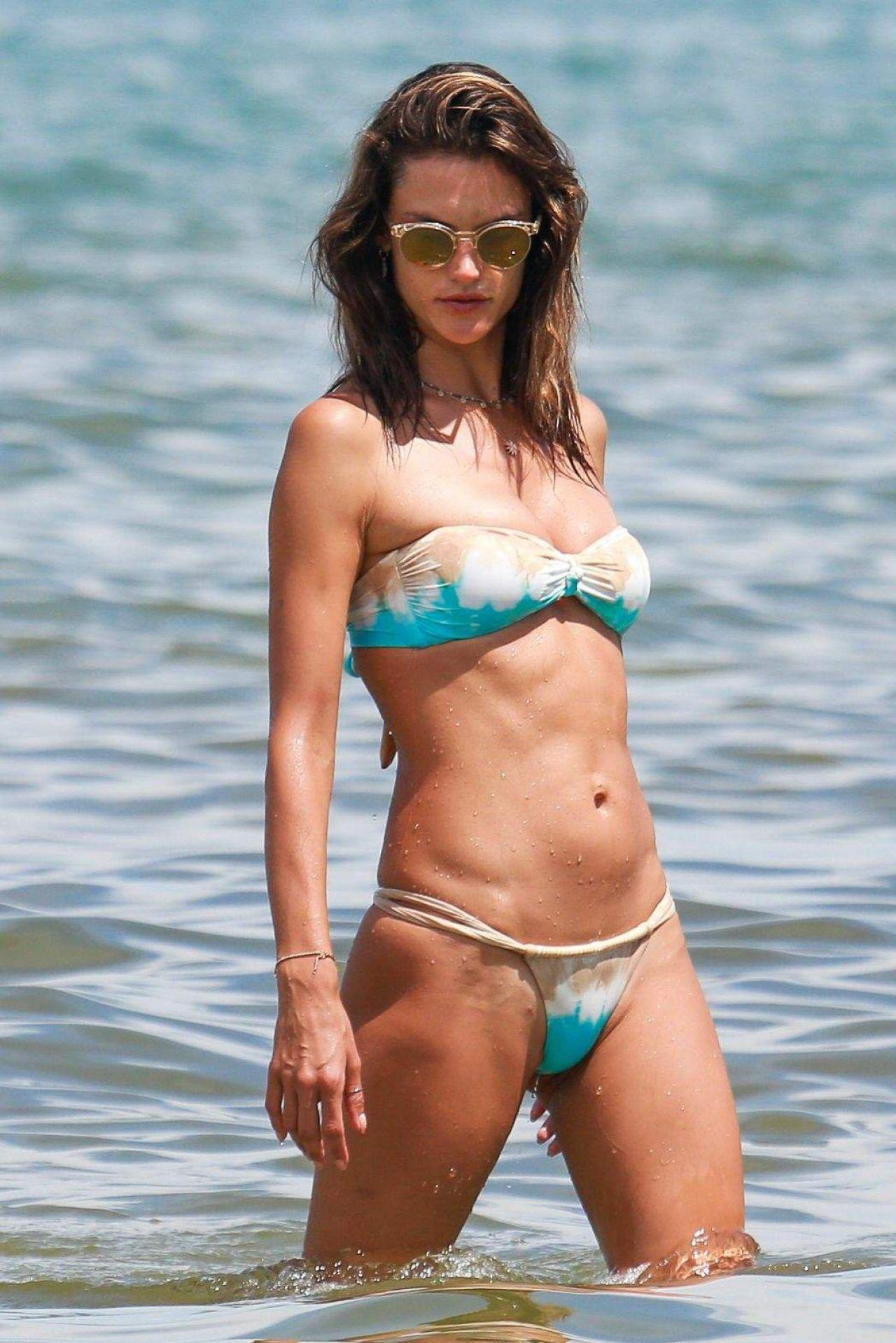 FlorianópolisBrazil 113 2017 Hot Bikini Alessandra Ambrosio In UVpqGSzM