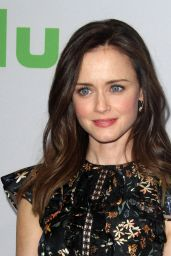 Alexis Bledel – HULU TCA Winter 2017 Photo Call in Pasadena