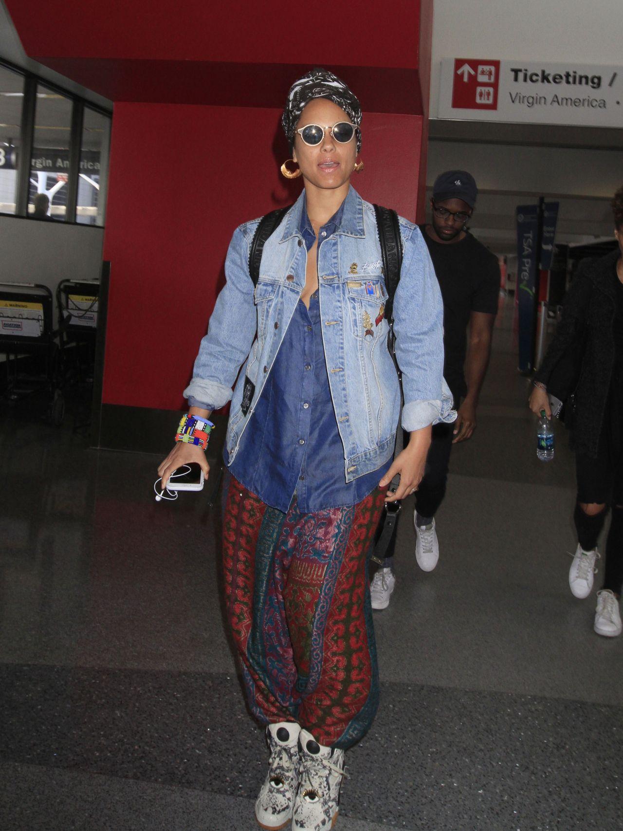 Alicia Keys Makes An Arrival Into Los Angeles 1 13 2017