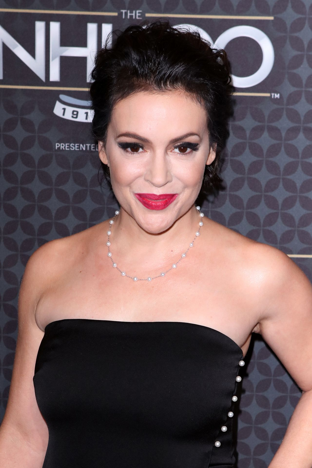 Alyssa Milano At The Nhl 100 2017 Nhl All Star Weekend