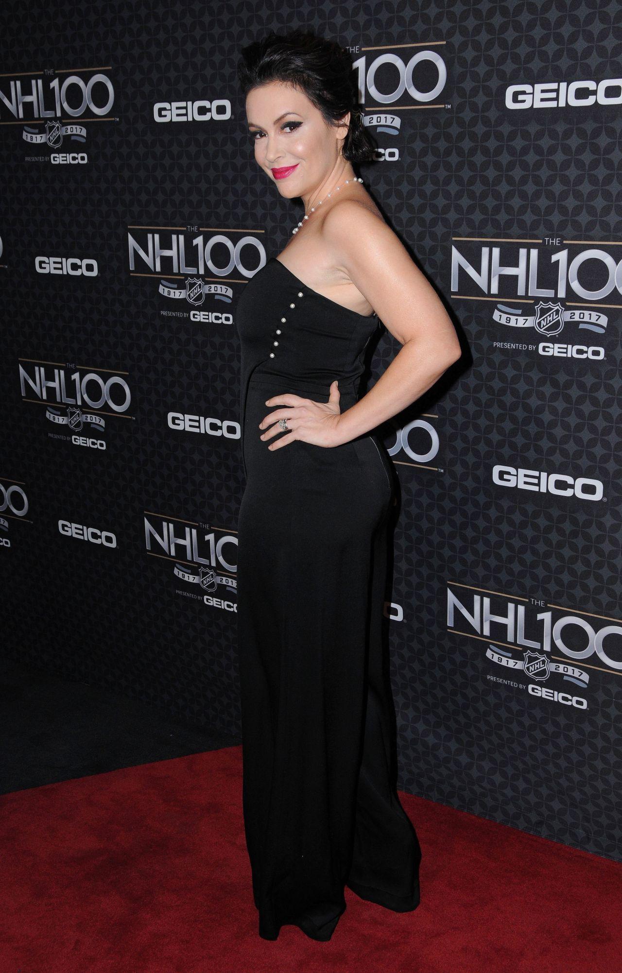 alyssa milano at the nhl 100 2017 nhl all star weekend