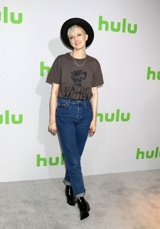 Andrea Riseborough – HULU TCA Winter 2017 Photo Call in Pasadena