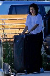 Ariel Winter - Unloading Her Luggage Out of Her Car, Los Angeles 1/13/ 2017