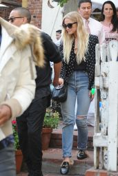 Ashlee Simpson - Leaves the Ivy Restaurant in Los Angeles 1/13/ 2017