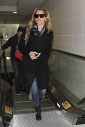 Elizabeth Banks - Departs from LAX Airport in Los Angeles 1/4/ 2017