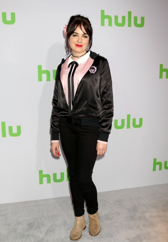 Emily Barclay – HULU TCA Winter 2017 Photo Call in Pasadena