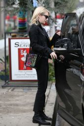 Emma Roberts - Go For Lunch at Joan