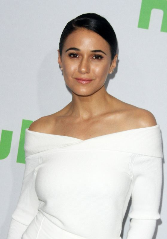 Emmanuelle Chriqui – HULU TCA Winter 2017 Photo Call in Pasadena