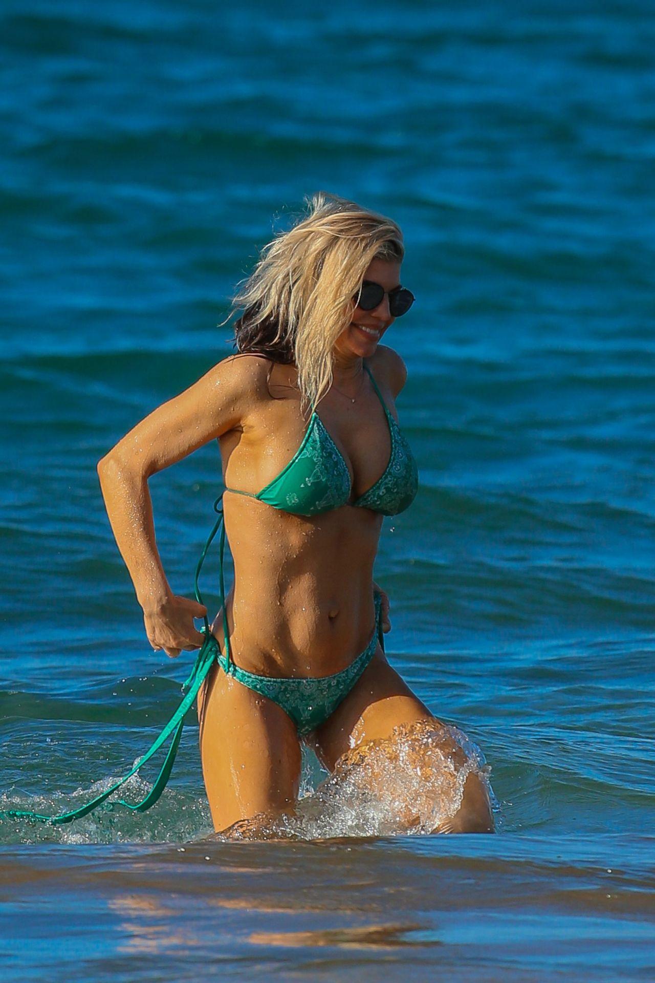 Fergie in Bikini - Hawaii 1/4/ 2017 • CelebMafia