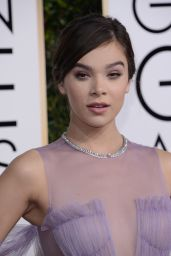 Hailee Steinfeld – Golden Globe Awards in Beverly Hills 01/08/ 2017