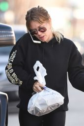 Hilary Duff - Picks Up Some Take Away for Breakfast in Los Angeles 1/18/ 2017