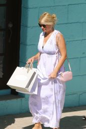Holly Willoughby - Shopping While on Holiday in Barbados 1/2/ 2017
