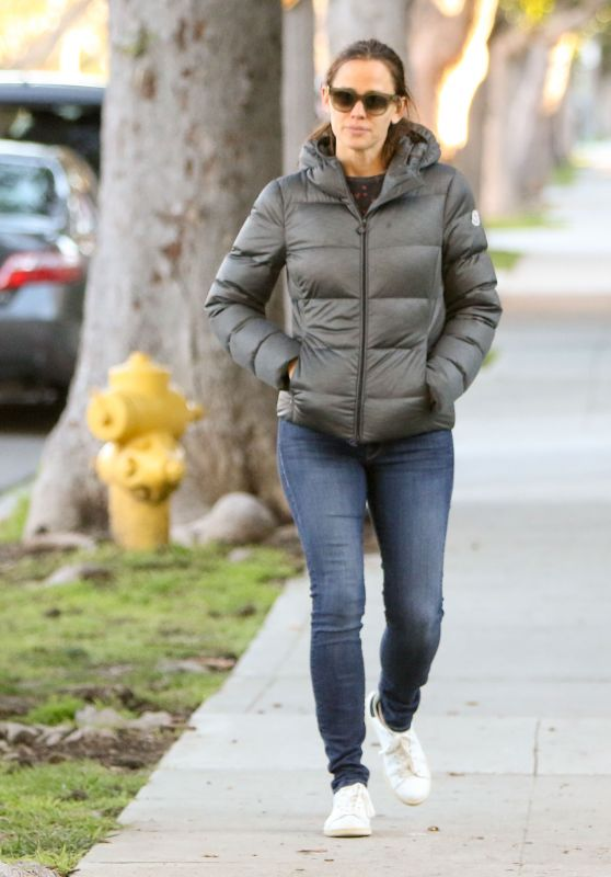 Jennifer Garner in Tight Jeans - Out in LA 1/25/ 2017