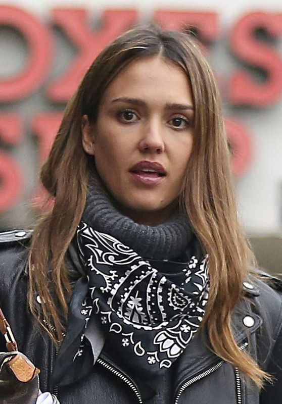 Jessica Alba Urban Style - Stopped by a Coffee Shop in Los Angeles 1/3/ 2017