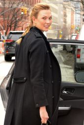 Karlie Kloss Cute Outfit - Out in New York 01/09/ 2017