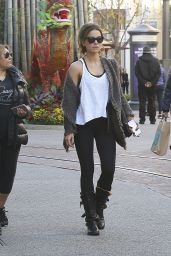 Kate Beckinsale - Shopping at Elizabeth & James at The Grove Mall in West Hollywood 1/30/ 2017