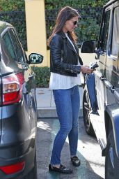 Katie Holmes at Sunlife Organics at The Commons in Calabasas 1/23/ 2017