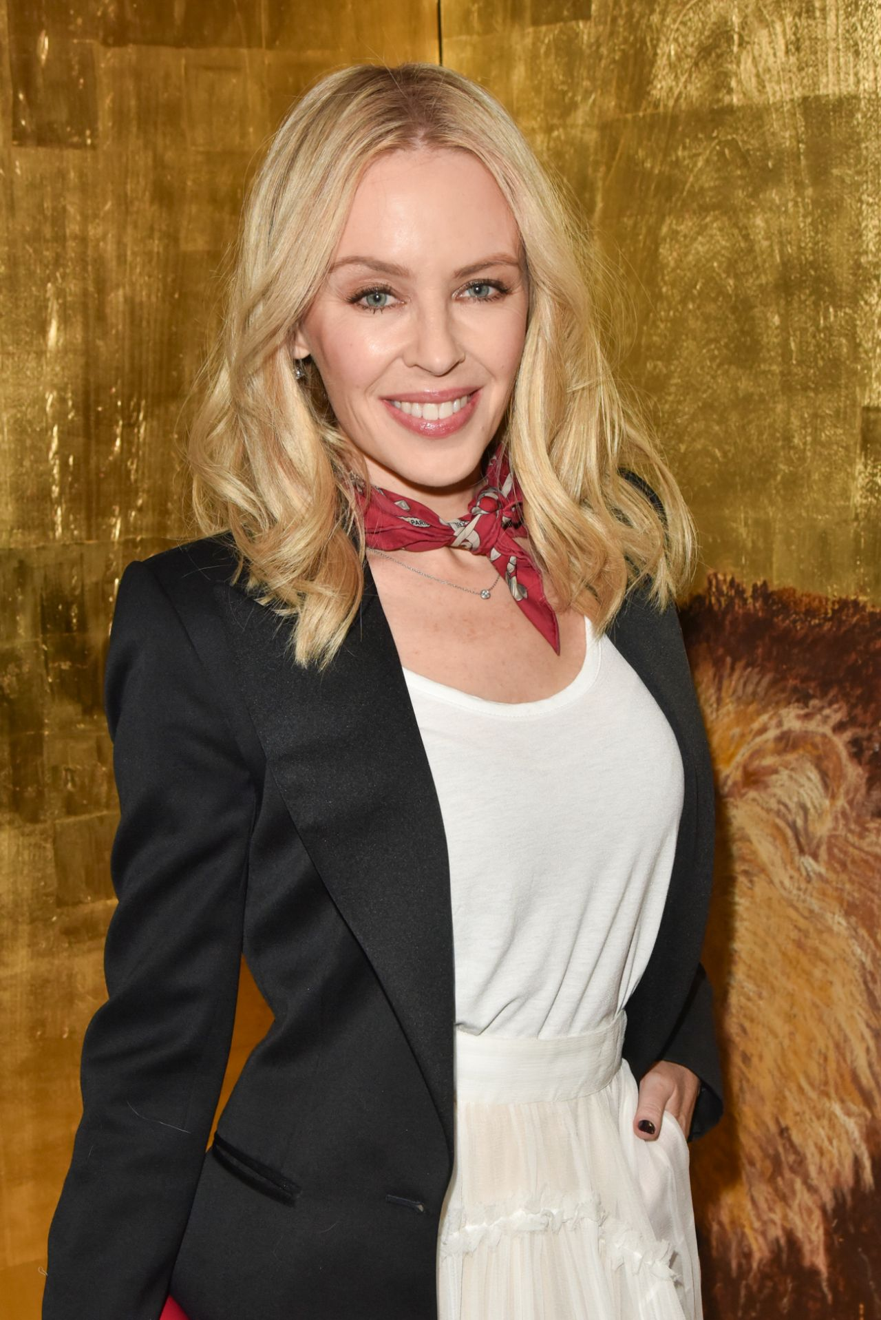 Kylie Minogue Gives Superfan Pricelesssurprises As She: Kylie Minogue Style And Fashion Inspirations