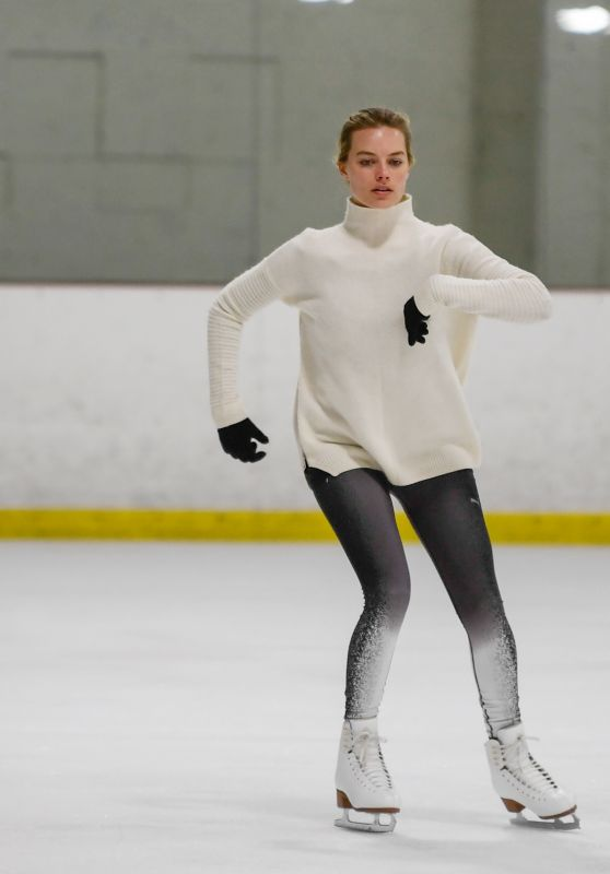 Margot Robbie - Skating in the States After Secret Wedding Ceremony in Australia 1/2/ 2017