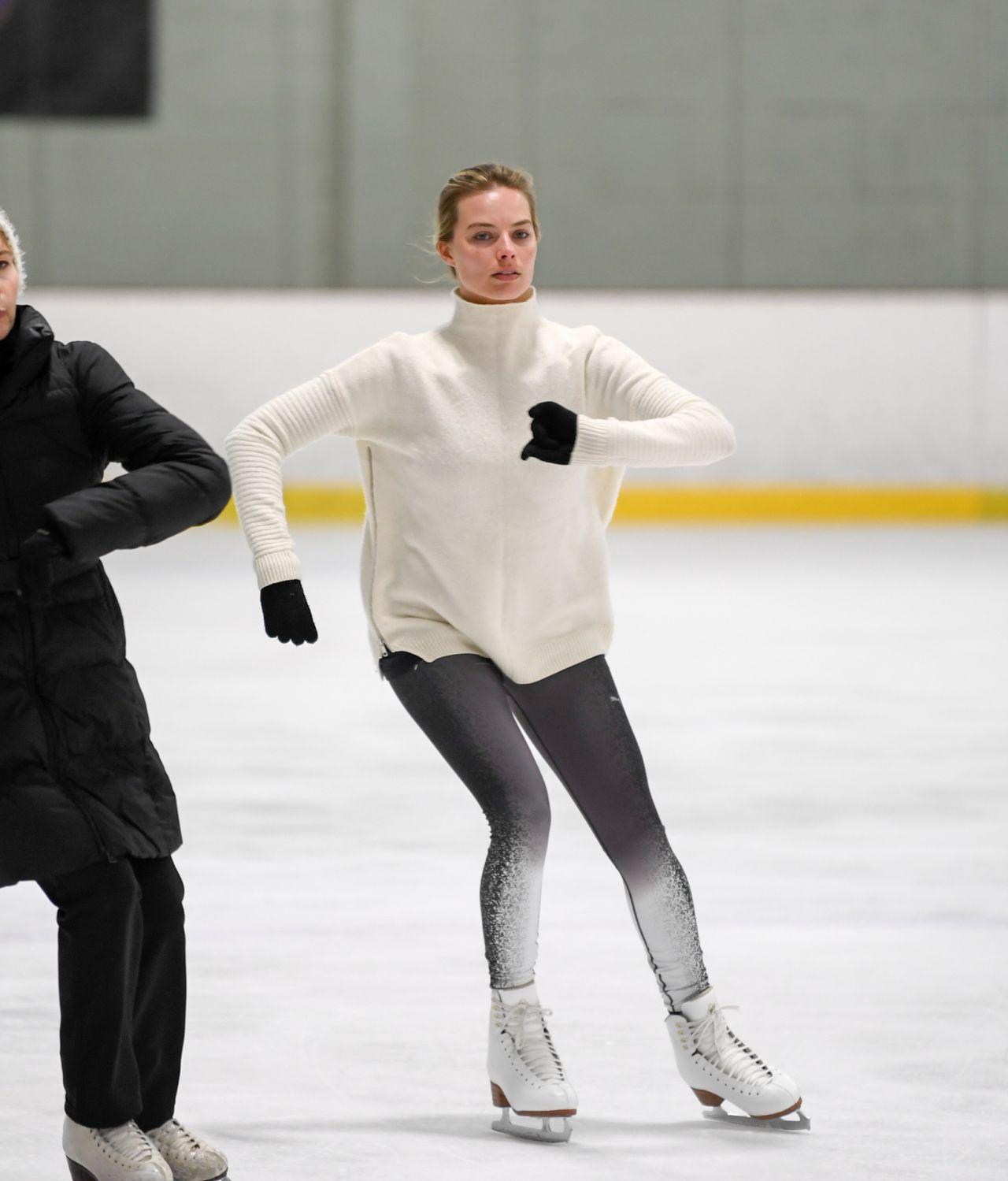 Margot Robbie Skating In The States After Secret Wedding