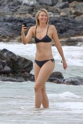 Maria Sharapova in Bikini - Hawaii 01/03/ 2017
