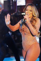 Mariah Carey - Performing at the New Year