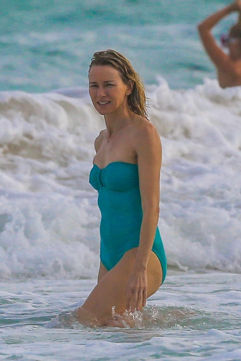 Can Naomi watts swimsuit seems