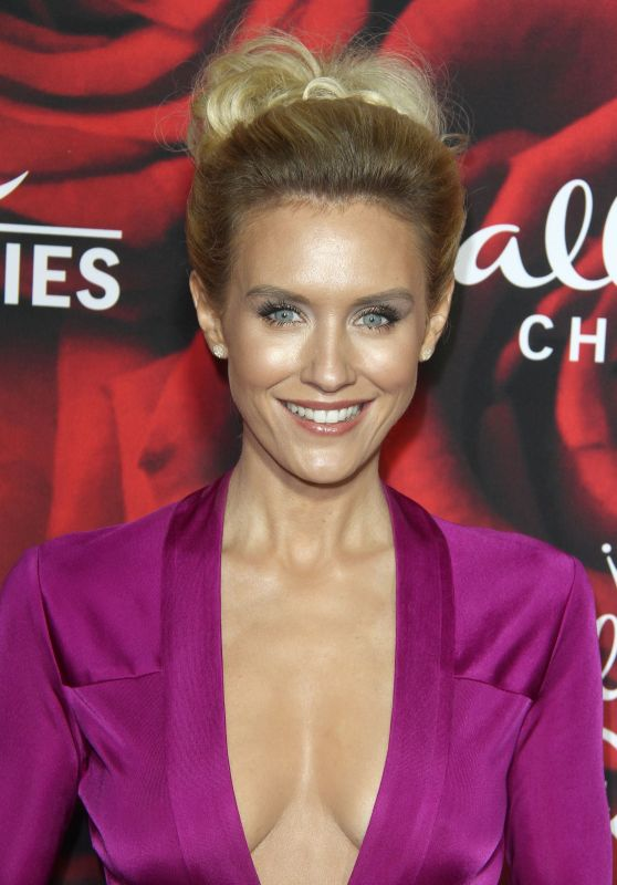 Nicky Whelan – Hallmark Channel TCA Winter Press Tour in LA 1/14/ 2017