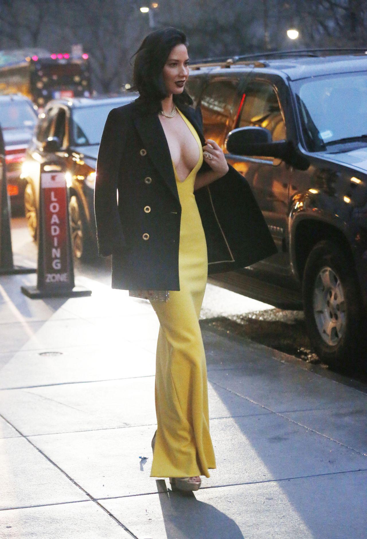 Olivia Munn Leaves Her Hotel In New York January 2017