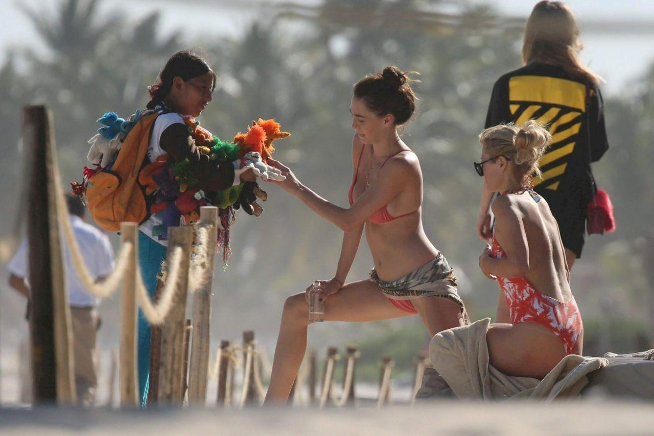 paris hilton nudes at the beach