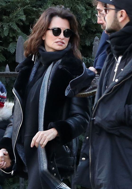 Penelope Cruz Street Style - London, UK 1/20/ 2017