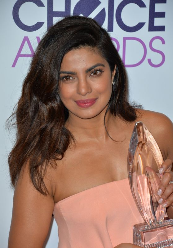 Priyanka Chopra – People's Choice Awards in Los Angeles 1/18/ 2017