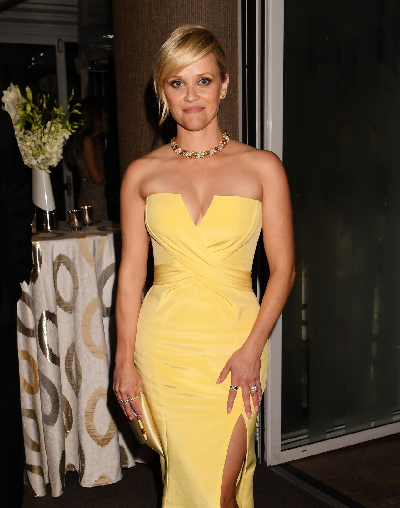 Reese Witherspoon Sexy Yellow Dress Golden Globes