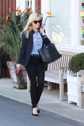 Reese Witherspoon Office Chic Outfit - Shopping in Beverly Hills 1/27/ 2017