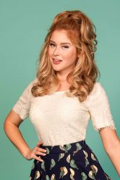 Renee Olstead - Pinup Girl Modeling Photos
