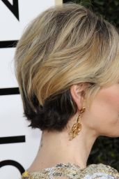 Sarah Paulson – Golden Globe Awards in Beverly Hills 01/08/ 2017